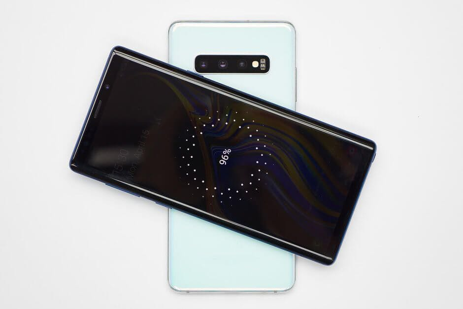 The Samsung Galaxy S10 has the ability to charge other phones / Image Credit: Phone Arena